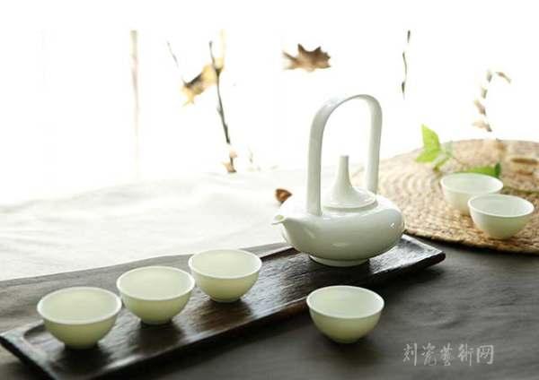 華玉•女人專享瓷《提梁茶具系列》《靜雅》.jpg