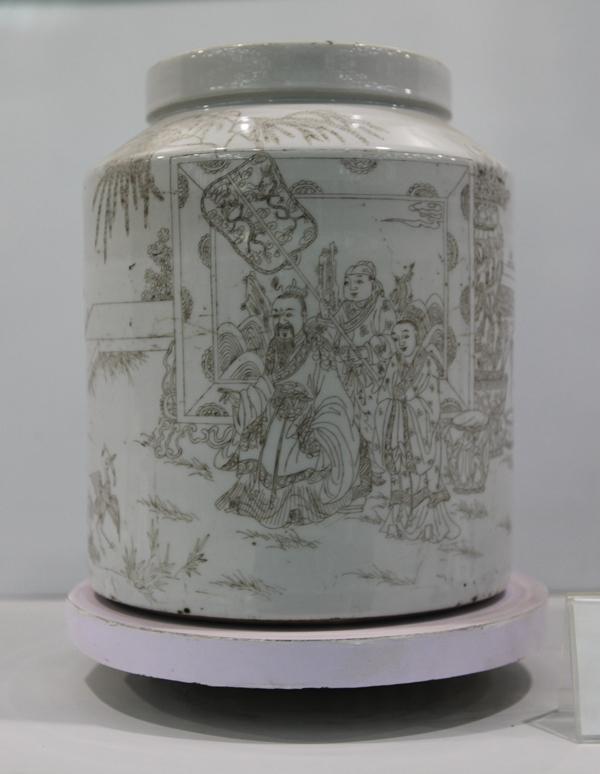 图1-11,刻瓷大罐.JPG