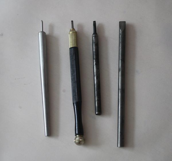 图2-5,尖型和扁型两种金刚石刻线刀.JPG