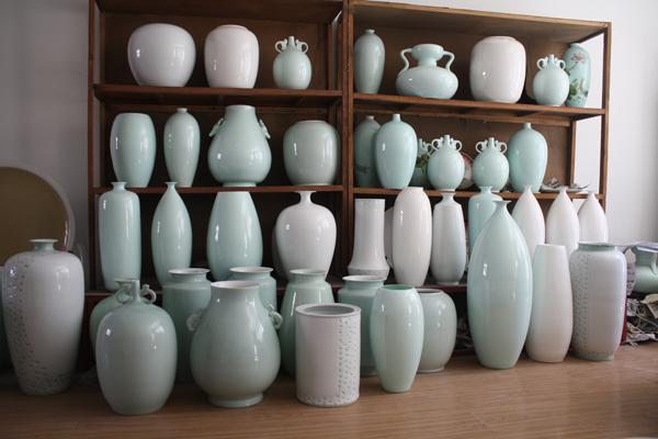 图2-12各种瓷瓶.JPG
