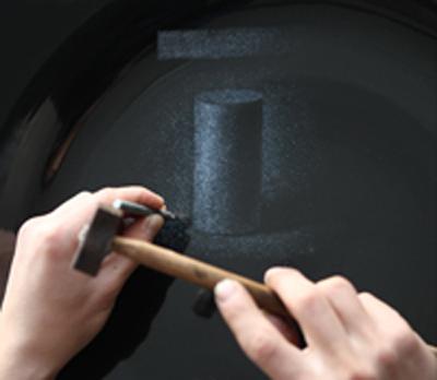 图3-13,几何形体点刻工艺深色釉面雕刻法演示图.jpg