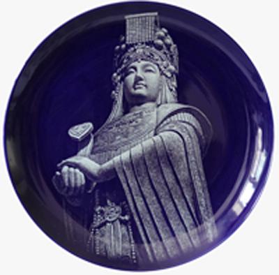 图3-17 黄玉双 《妈祖像》刻瓷盘 直径508mm.jpg