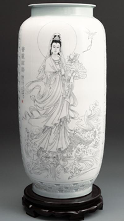 图3-23,丁邦海《普渡四海》刻瓷瓶,高650mm.JPG