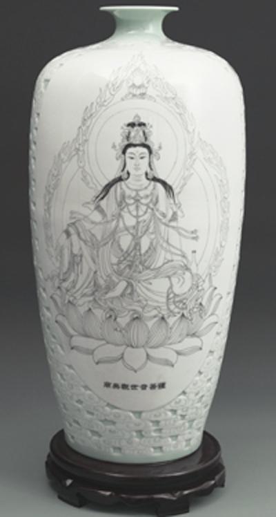 图3-24,丁邦海《观世音菩萨》刻瓷瓶 高650mm.JPG