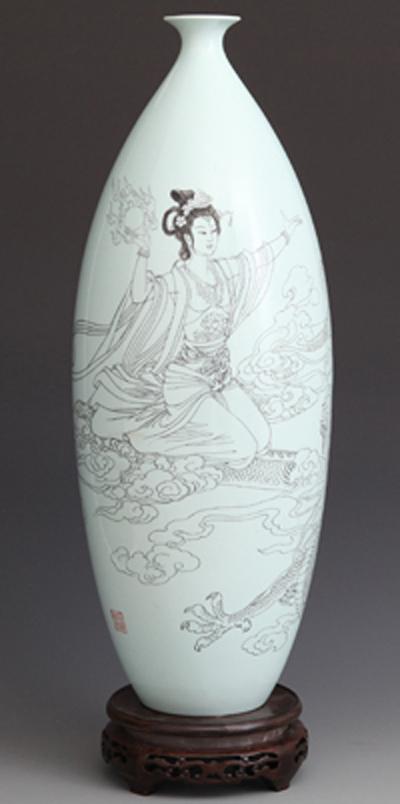 图3-26,丁邦海《金龙呈祥 万事腾飞》刻瓷瓶 高510mm.JPG