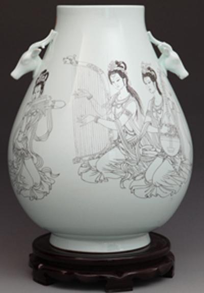 图3-30,丁邦海《妙音和弦》刻瓷瓶 高500mm.jpg