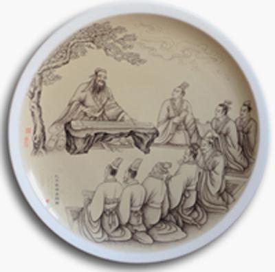 图3-62,丁泓楚《孔子杏坛礼乐图》刻瓷盘 直径740mm。点刻、线刻工艺结合雕刻法.JPG