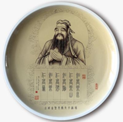 图3-63,丁泓楚《大成至圣先师孔子造像》刻瓷盘 直径508mm。.jpg