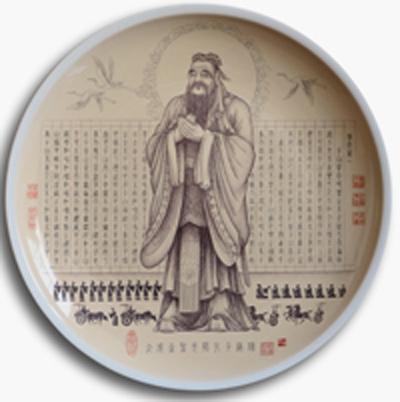 图3-64,丁泓楚《至圣先师孔子》刻瓷盘 直径406.4mm。.jpg