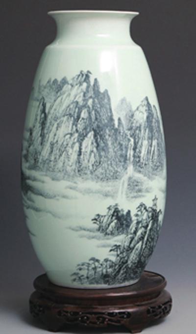 图3-74丁邦海 《源远流长》刻瓷盘 高350mm 点刻、线刻、面刻工艺结合雕刻。。.jpg