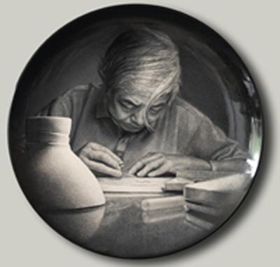 图3-95丁邦海 黄玉双《张守智教授肖像》刻瓷盘 直径510mm.jpg