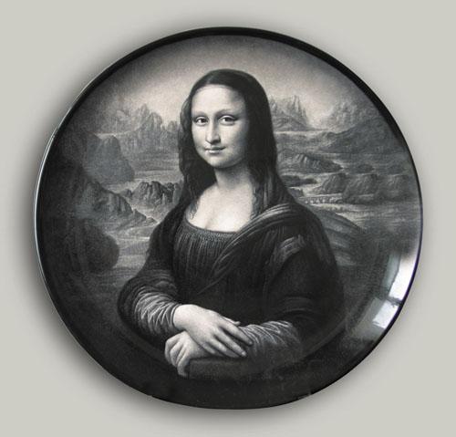 25丁邦海《蒙娜丽莎》刻瓷盘 直径740mm.JPG