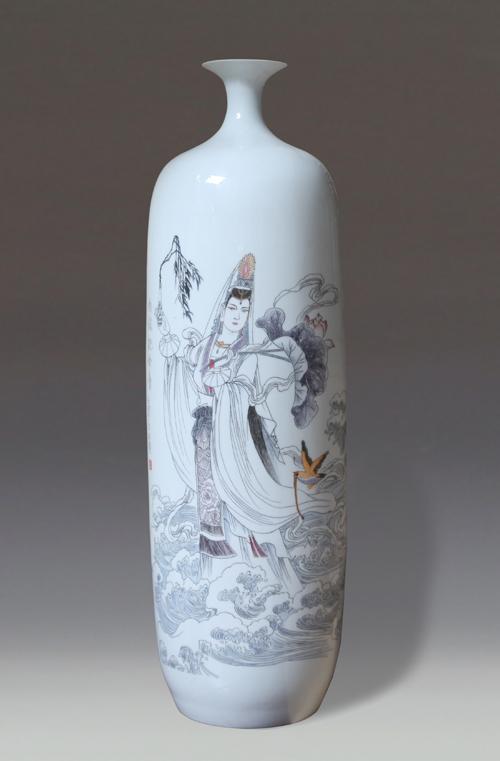 12、李世典《南海观音》刻瓷瓶 高660mm..jpg