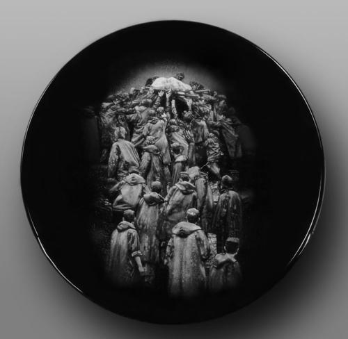 26、王锋《生命的光亮》刻瓷盘 直径510mm.jpg