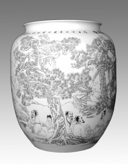 32、周成明《松林雅集图》 刻瓷瓶 高500mm.jpg