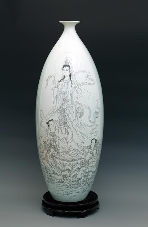 36、丁邦海《渡海观音》刻瓷瓶 ,高830mm..JPG