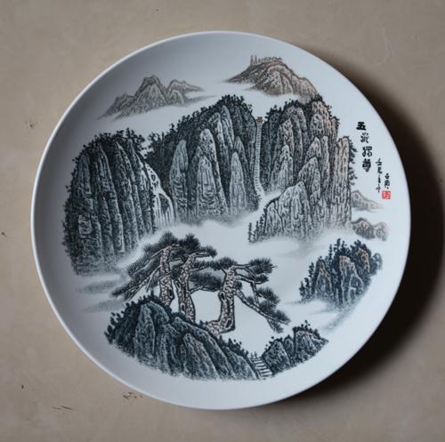 11、李世典《五岳独尊》刻瓷盘 直径410mm.JPG