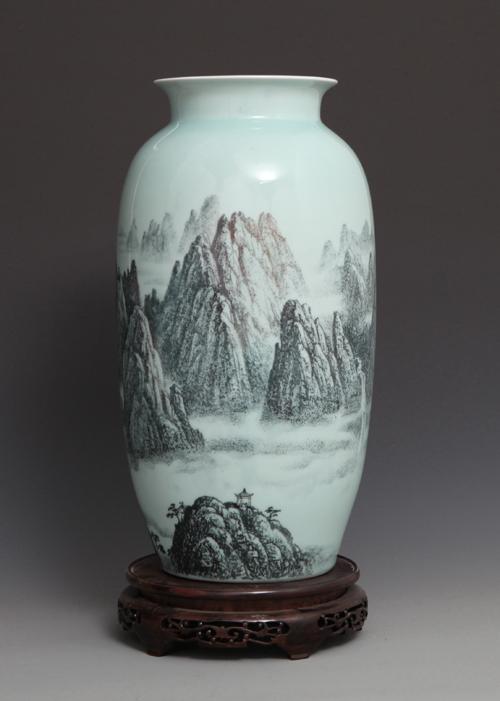 31丁邦海《黄山晨晓》刻瓷瓶 高450mm.jpg