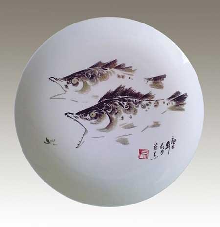 7、范杰《双鱼图》刻瓷盘--直径340mm.jpg